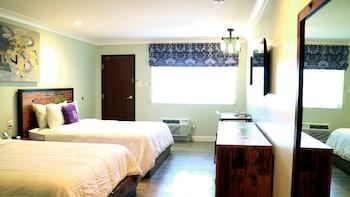 Deluxe Room, 2 Queen Beds, Non Smoking, Balcony