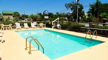 Days Inn & Suites by Wyndham Savannah Midtown - Pool  - #0