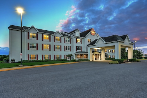. Lancaster Inn and Suites