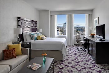 Guestroom at Courtyard by Marriott San Diego Downtown in San Diego
