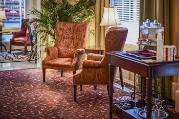 Lobby Sitting Area at Planters Inn on Reynolds Square in Savannah