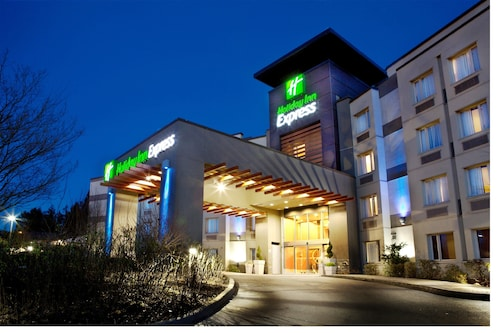 . Holiday Inn Express & Suites Langley, an IHG Hotel