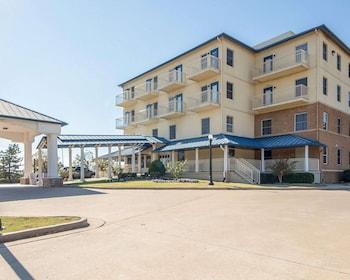土爾沙市區西部凱藝飯店 Quality Inn Tulsa-Downtown West