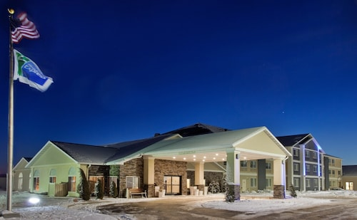. Holiday Inn Express Hotel & Suites Beatrice