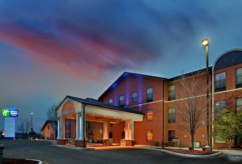 . Holiday Inn Express & Suites Batesville, an IHG Hotel