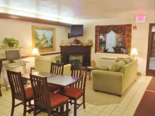 . Country Hearth Inn and Suites Washington Court House