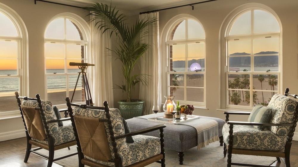 https://i.travelapi.com/hotels/1000000/330000/328800/328747/5c8c5175_z.jpg