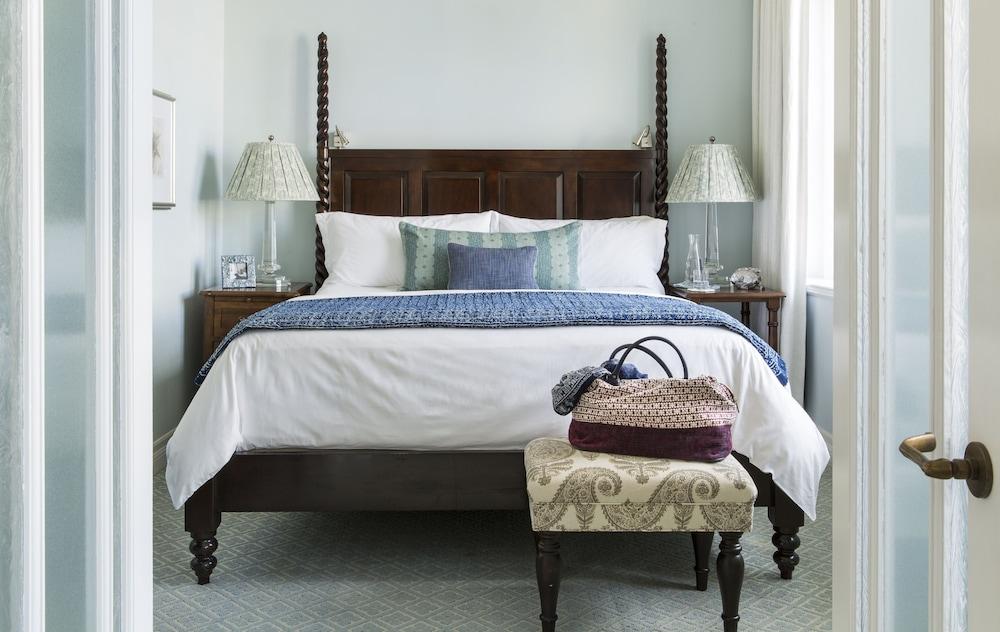 https://i.travelapi.com/hotels/1000000/330000/328800/328747/f3faacc2_z.jpg