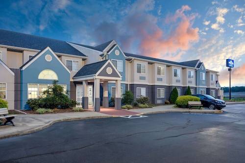 . Microtel Inn & Suites by Wyndham Burlington