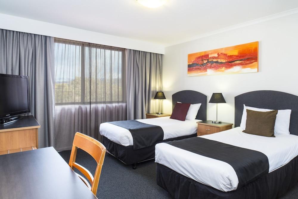Alpha Hotel Canberra, Greenway