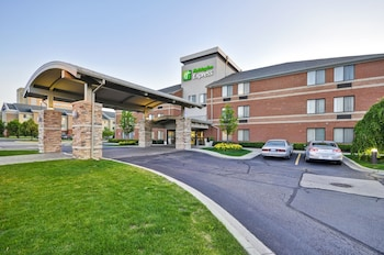 Hotel - Holiday Inn Express Romulus / Detroit Airport