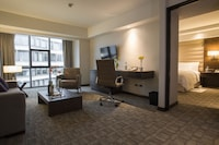 Business Suite, 1 King Bed, Business Lounge Access
