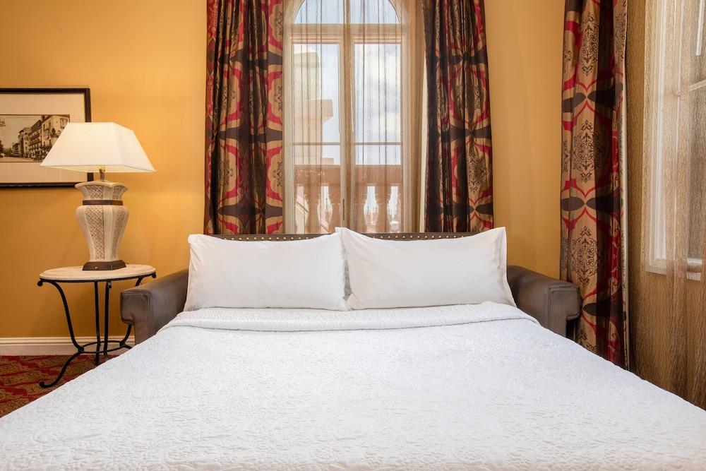 https://i.travelapi.com/hotels/1000000/330000/329700/329630/0f1f84f0_z.jpg