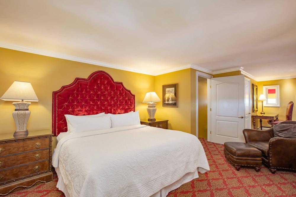 https://i.travelapi.com/hotels/1000000/330000/329700/329630/182a828e_z.jpg