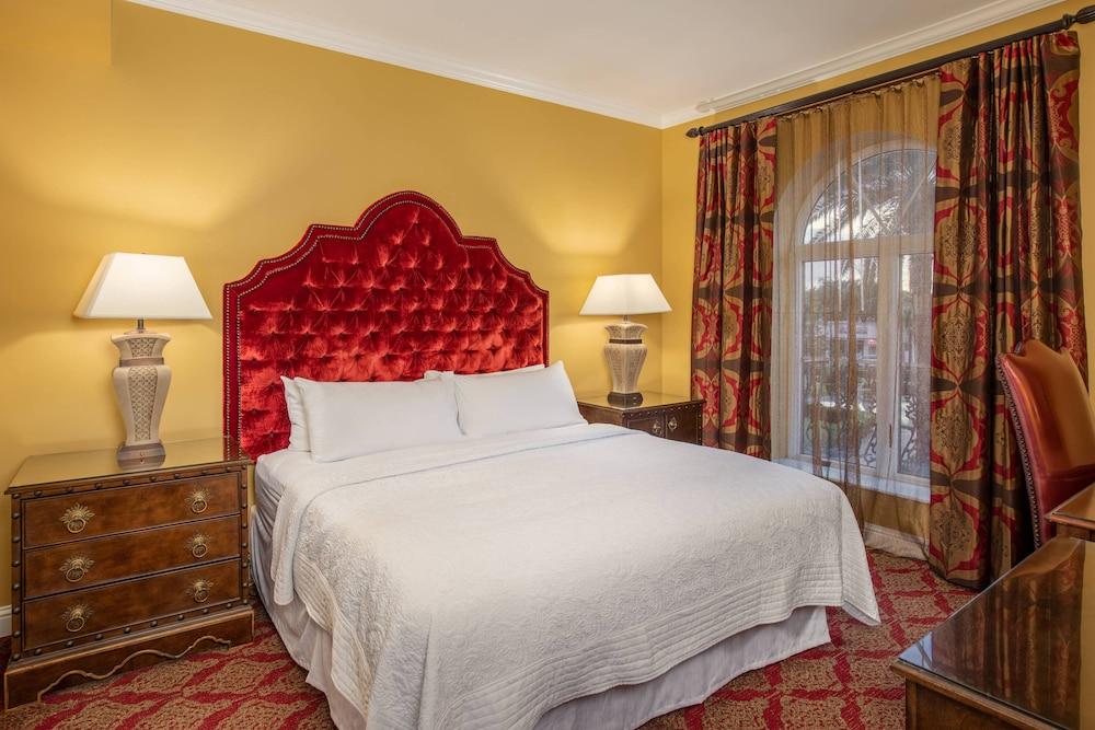 https://i.travelapi.com/hotels/1000000/330000/329700/329630/1d3f582e_z.jpg