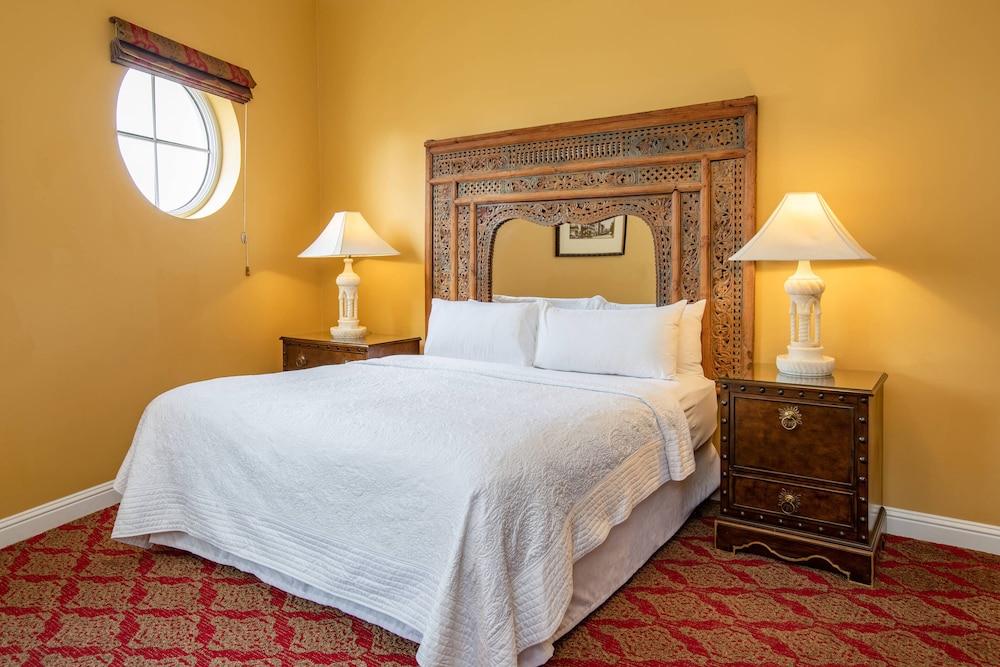 https://i.travelapi.com/hotels/1000000/330000/329700/329630/6dc31f1b_z.jpg