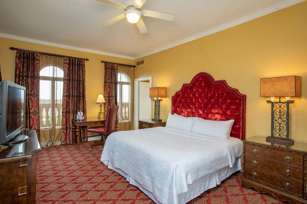 https://i.travelapi.com/hotels/1000000/330000/329700/329630/87e35b08_z.jpg