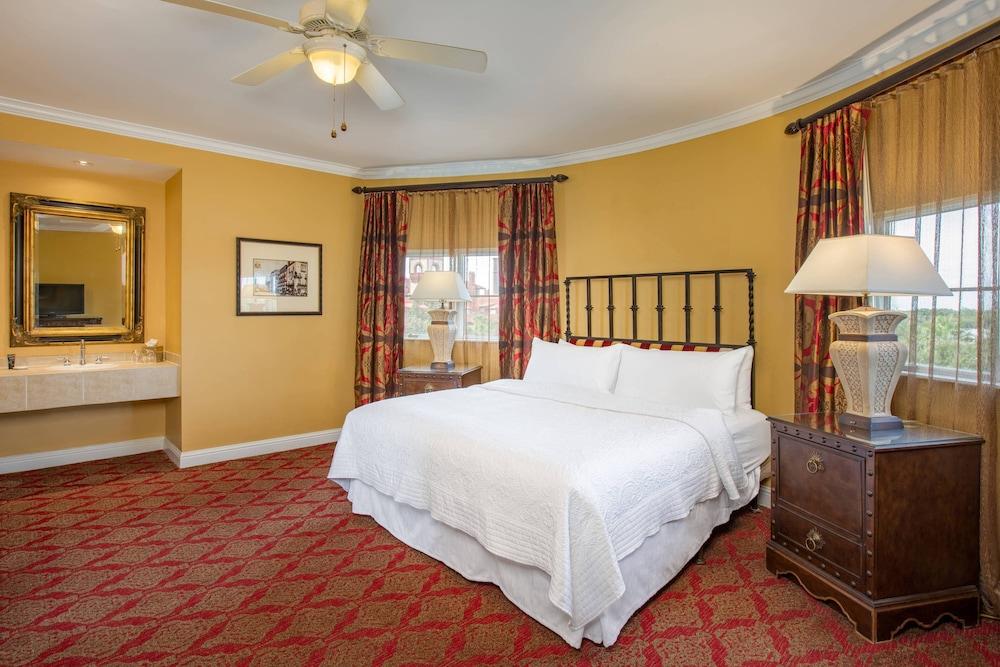 https://i.travelapi.com/hotels/1000000/330000/329700/329630/c0f1c42d_z.jpg