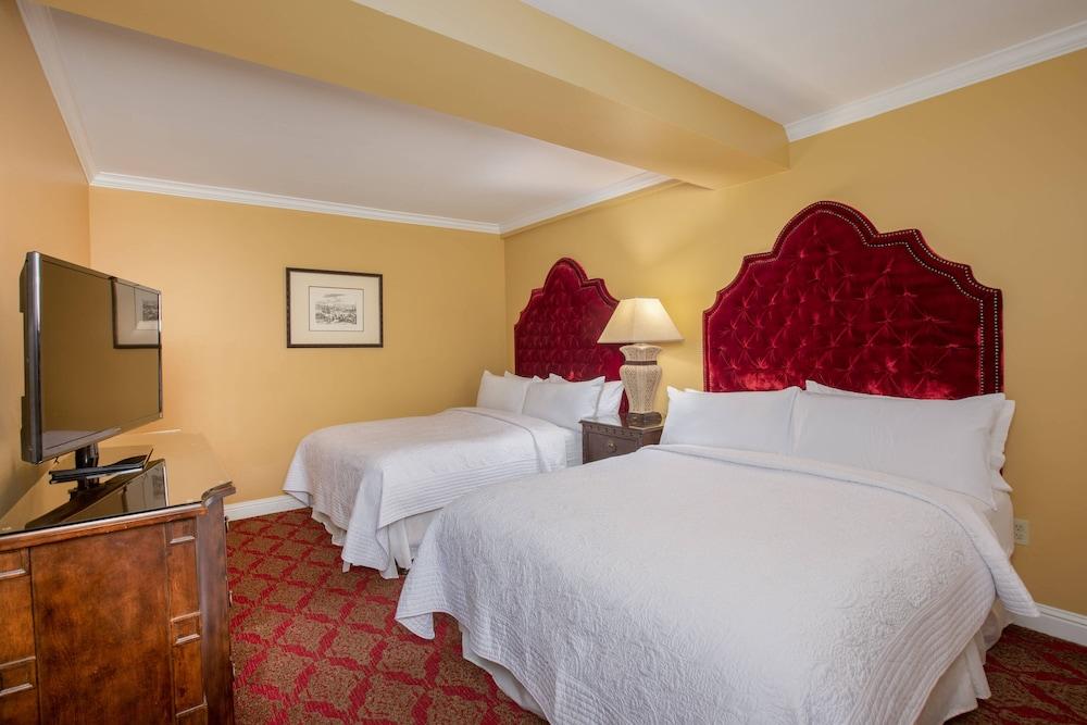 https://i.travelapi.com/hotels/1000000/330000/329700/329630/ff3d2f26_z.jpg