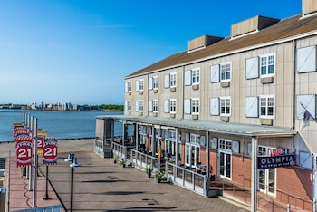 Hotel - Harbor House at Pier 21