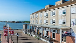 Harbor House at Pier 21