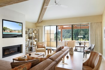 Deluxe Valley View Suite