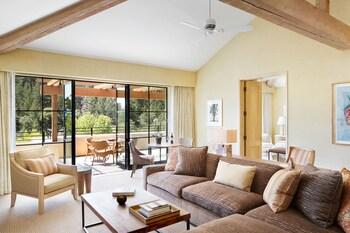 Deluxe Hillside View Suite