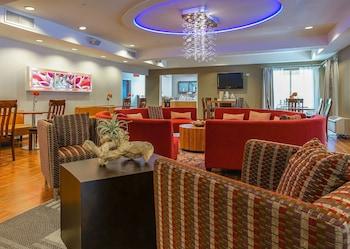 Lobby Sitting Area at Springhill Suites by Marriott Savannah Midtown in Savannah