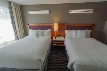 Guestroom at Springhill Suites by Marriott Savannah Midtown in Savannah