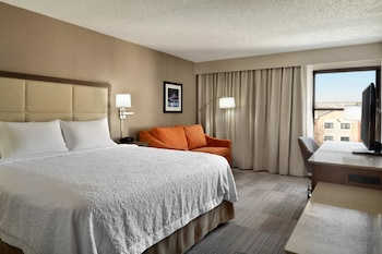 Guestroom at Hampton Inn Philadelphia Mt. Laurel in Mount Laurel