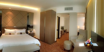 Executive Studio, 1 King Bed (with Club Benefit)