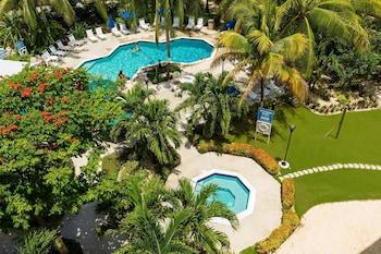 Hotel - Comfort Suites Seven Mile Beach