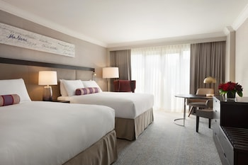 Fairmont Gold Signature Room, 2 Queen Beds, Non Smoking, Executive Level