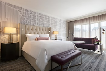 Fairmont Gold Signature Room, 1 King Bed, Non Smoking, Executive Level