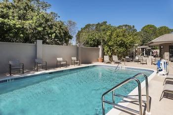 薩拉索佈雷登頓機場塔萬怡飯店 Courtyard by Marriott Sarasota Bradenton Airport