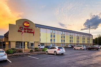 市區附近凱隆套房飯店 Clarion Inn & Suites Near Downtown