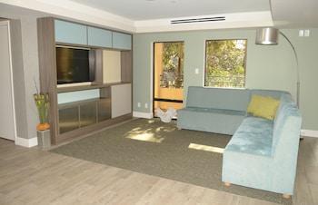 坦帕北 - 布希花園區假日套房飯店 - IHG 飯店 Red Roof Plus & Suites Tampa