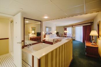 King Spa Room – 1 King & Spa Tub