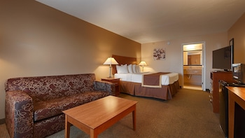 Standard Room, 1 King Bed, Accessible, Poolside