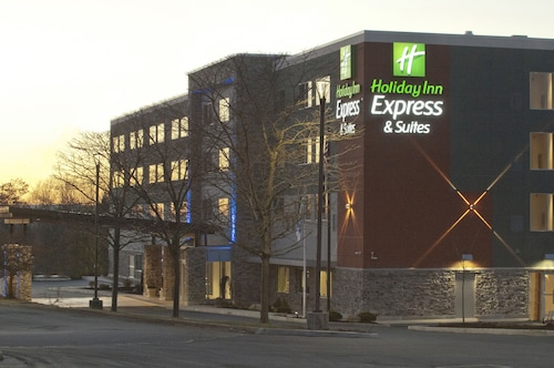 Holiday Inn Express & Suites Johnstown, Cambria