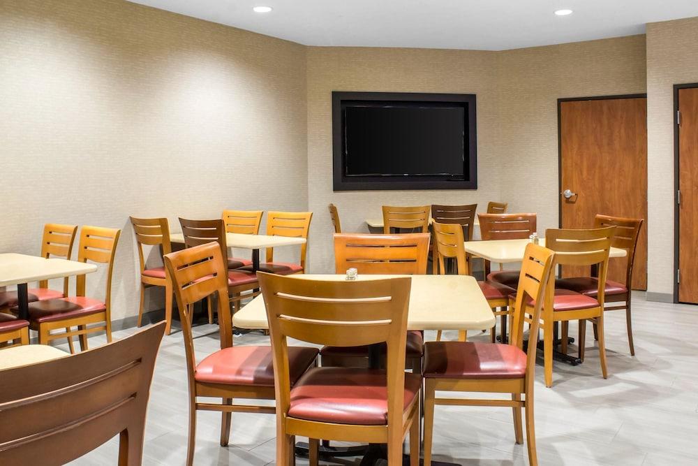 컴포트 인 앙키니 - 디모인(Comfort Inn Ankeny - Des Moines) Hotel Image 19 - Breakfast Area