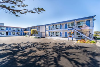 Hotel - SureStay Hotel by Best Western Seaside Monterey