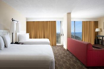 Club Suite, 2 Double Beds, Partial Ocean View (Club Access)