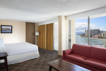 Club Suite, 1 King Bed, Ocean View (Club Access)