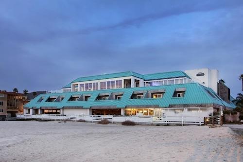 . SeaVenture Beach Hotel