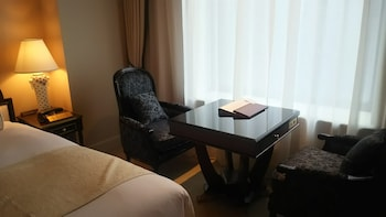 Premium Twin Room with Free Lounge Access - Non-Smoking