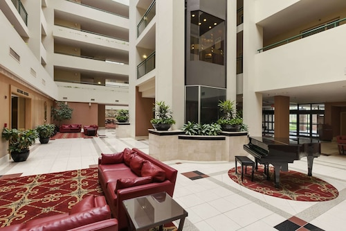 . Embassy Suites by Hilton Philadelphia Valley Forge