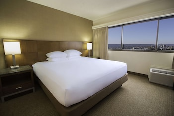 Room, 1 King Bed (Skyline View)