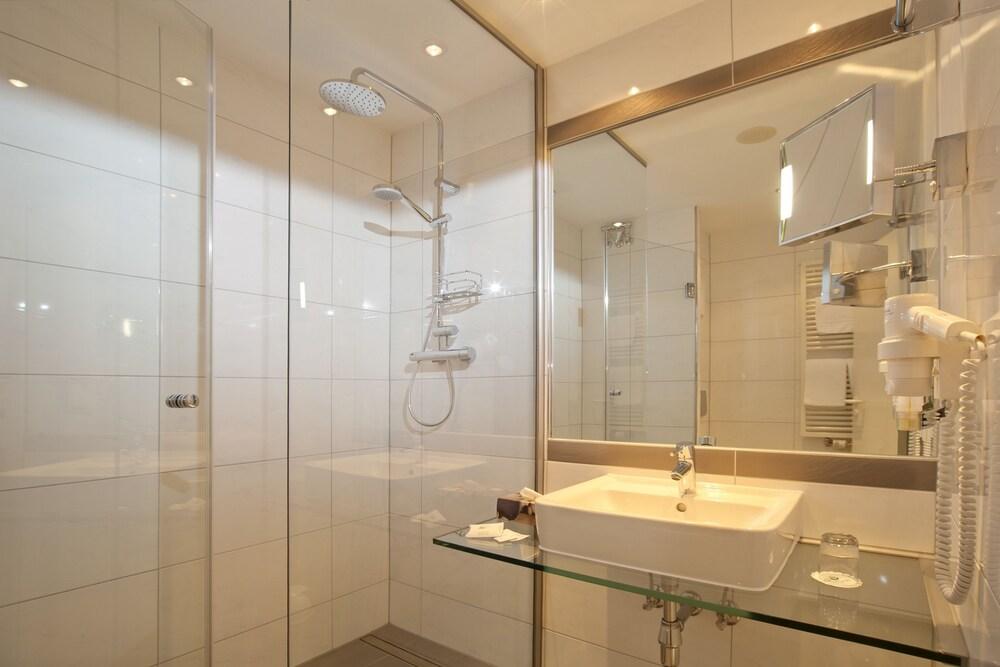 하르처 쿨투어- & 콩그레스호텔 베르니게로데(Harzer Kultur- & Kongresshotel Wernigerode) Hotel Image 14 - Bathroom