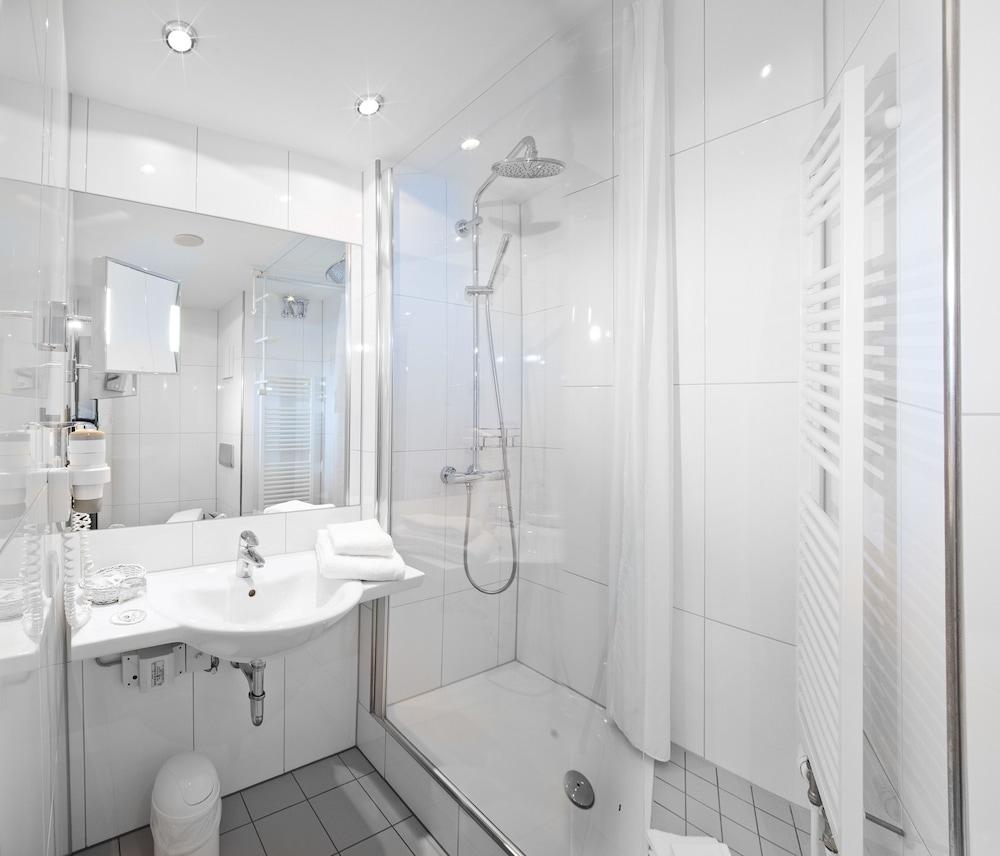 하르처 쿨투어- & 콩그레스호텔 베르니게로데(Harzer Kultur- & Kongresshotel Wernigerode) Hotel Image 13 - Bathroom